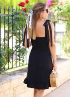 siyah-omuzu-baglamali-volan-detay-elbise